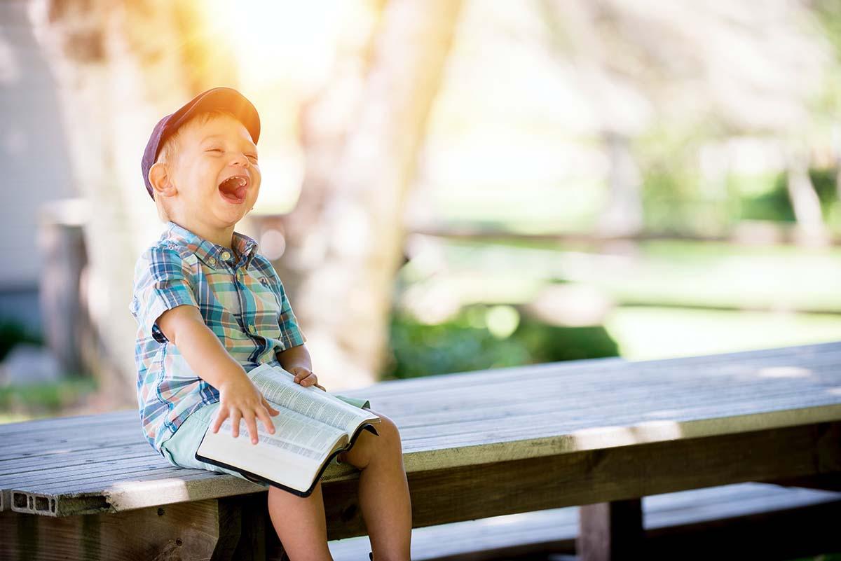 Hogyan előzhetjük meg gyermekünk látásromlását?